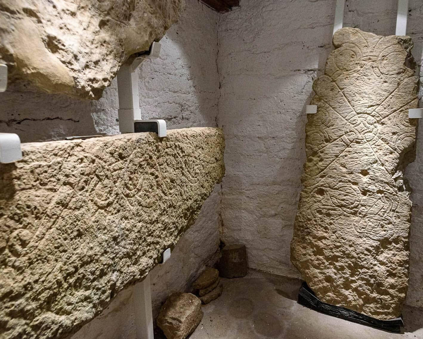 Fragment av eskilstunakistan på Örberga Stenmuseum.